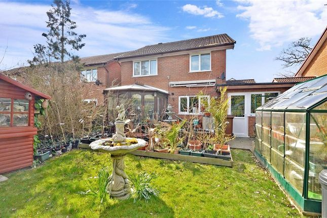 Thumbnail Detached house for sale in Hayes Walk, Smallfield, Surrey