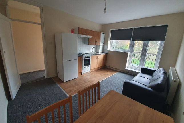 3 bed flat to rent in Darlington Road, London SE27