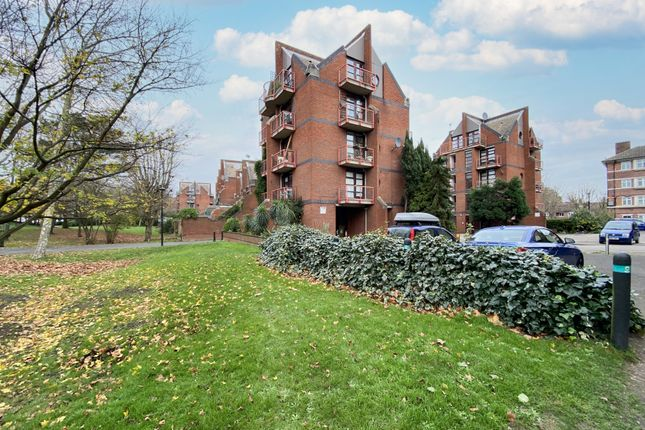 Thumbnail Flat to rent in Mayflower Street, London SE164Jl