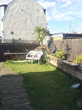 Thumbnail Room to rent in Room A, Reede Road, Dagenham