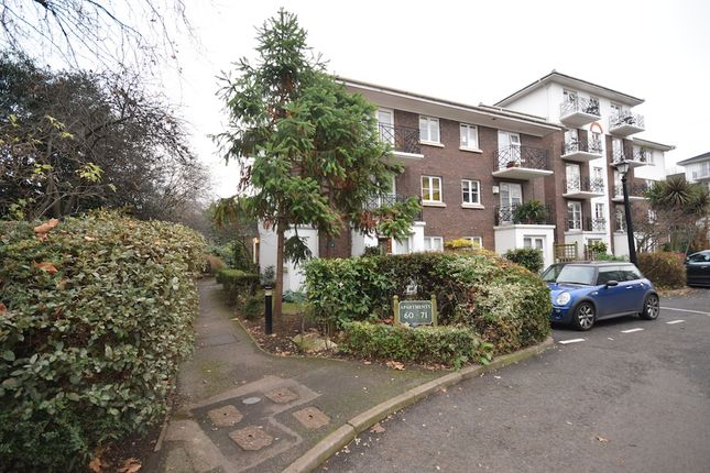 Flat to rent in Brompton Park Crescent, London