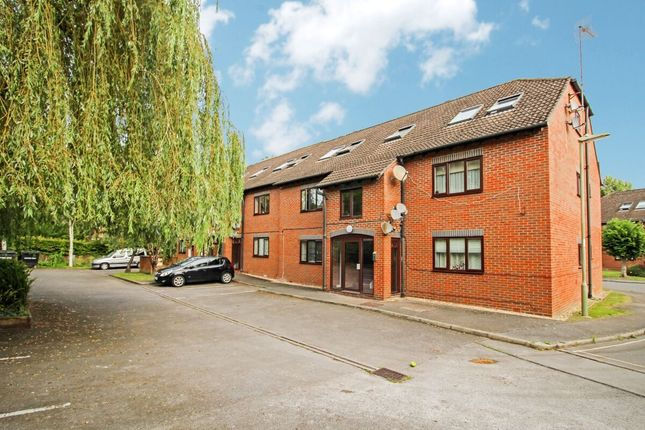 2 bed flat to rent in Bishops Court Heather Drive, Andover SP10