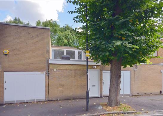 3 bed property to rent in Tasker Road, Belsize Park, London
