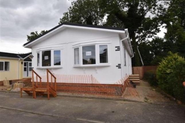 2 bed mobile/park home for sale in Plumtree Park, Bircotes, Doncaster