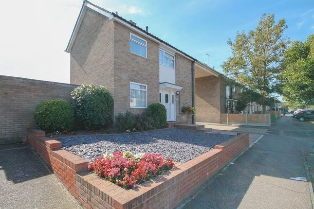 Thumbnail Link-detached house for sale in Wickhay, Basildon