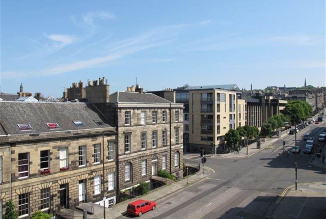 Thumbnail Flat to rent in Airlie Place, Edinburgh