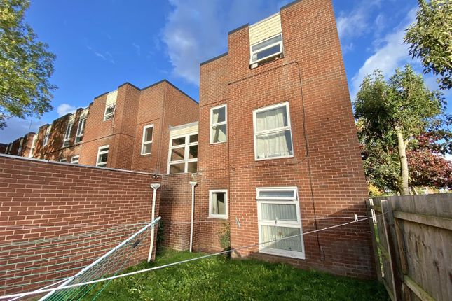 1 bed flat to rent in Beaconsfield, Woodside, Telford TF3