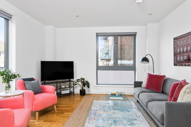 Thumbnail Flat to rent in Hoxton Square, London