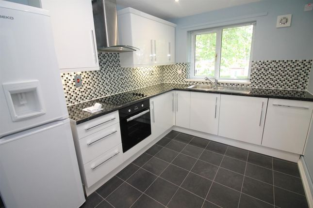 Thumbnail Flat to rent in Abbotsfield Close, Urmston, Manchester