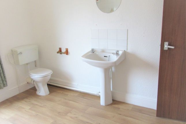 Bathroom of Marine Parade, Lowestoft NR33