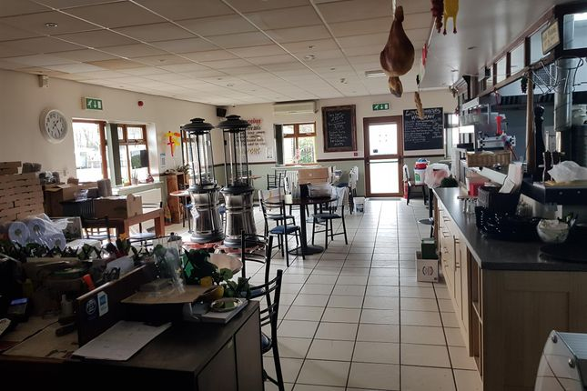 Thumbnail Restaurant/cafe for sale in Restaurants WF4, Grange Moor, West Yorkshire