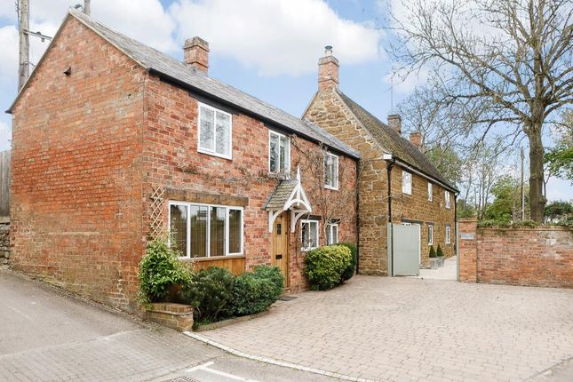 Thumbnail Cottage for sale in Church Street, Bloxham, Banbury, Oxfordshire