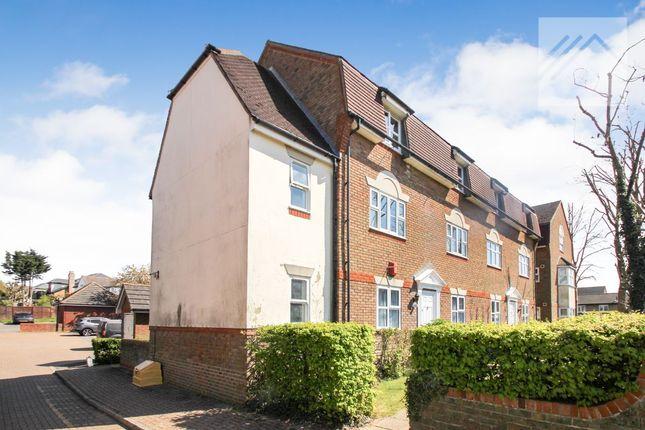 Flat to rent in Blackthorn Court, Langdon Hills, Basildon