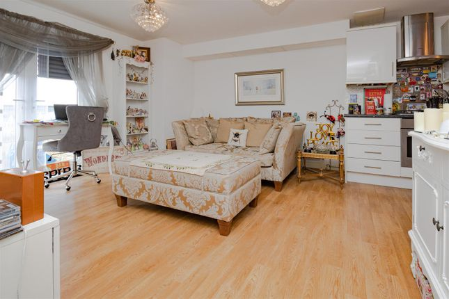 Living Room of Todd Close, Borehamwood WD6