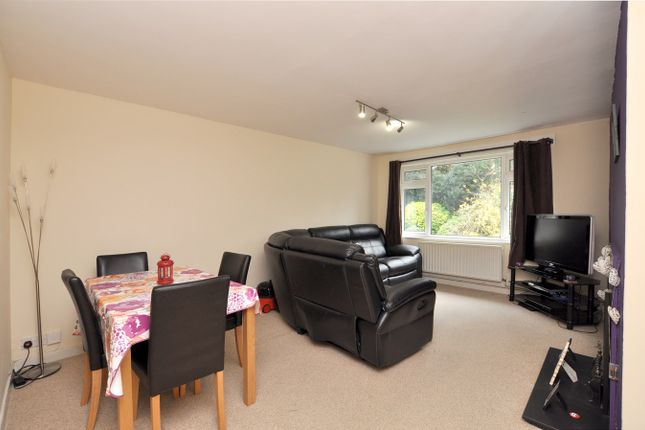 Thumbnail Maisonette to rent in Holland Close, Bromley