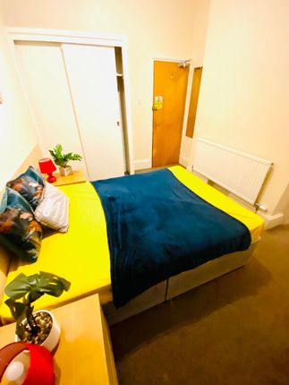 Thumbnail Shared accommodation to rent in West Hill Road, Bournemouth