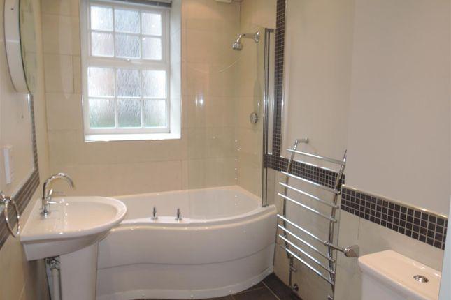 Bathroom of Pitmaston Court, Goodby Road, Birmingham B13