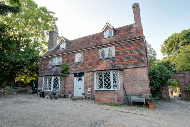 Thumbnail Farmhouse for sale in Hazelden Place, East Grinstead