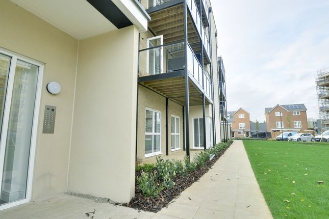 Thumbnail Flat to rent in Fairlands Court, Hunting Place, Heston