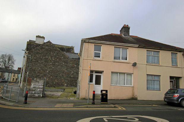 Thumbnail Semi-detached house to rent in Parcmaen Street, Carmarthen, Carmarthenshire