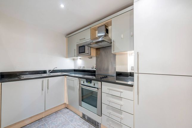 Thumbnail Flat to rent in Chiswick High Road, Chiswick