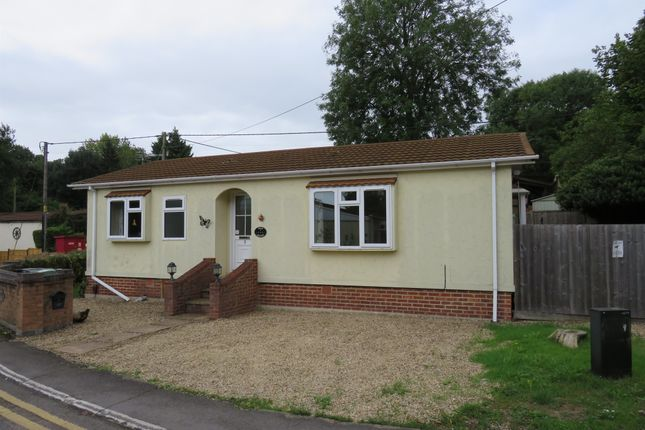 Thumbnail Mobile/park home for sale in Oak Avenue, Radley, Abingdon