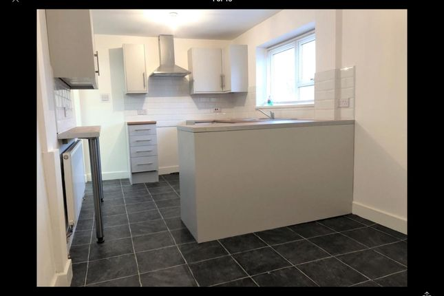 3 bed semi-detached house to rent in Crescent Road, Hadley, Telford TF1