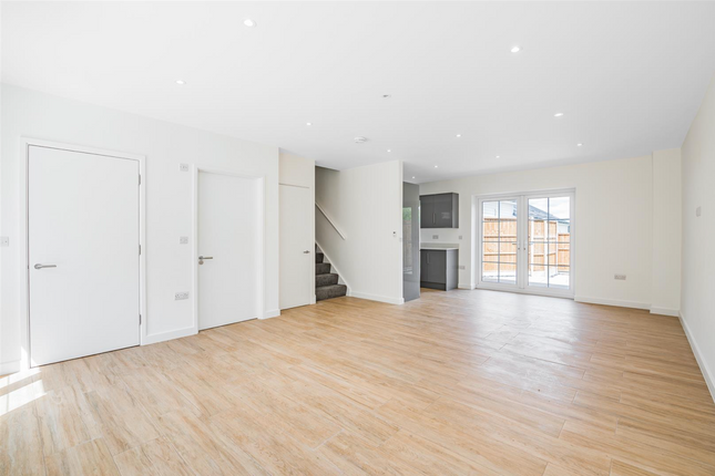 Thumbnail Terraced house to rent in St. Vincents Lane, London
