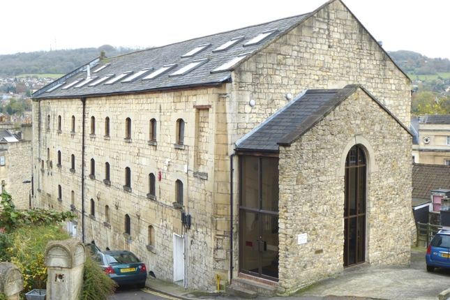 Office to let in Clarence Street, Bath