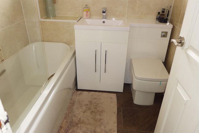 Bathroom/WC of Tamar Way, Summit, Heywood OL10