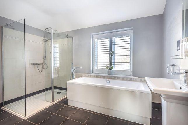 Bathroom of Sutherland Avenue, Sunbury-On-Thames TW16