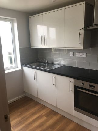 Thumbnail Flat to rent in Victoria Place, Plymouth, Devon