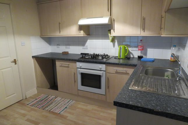 2 bed flat to rent in Wood Street, Kettering