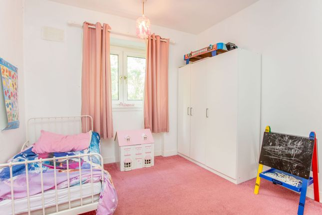 Bedroom of Burnfield Road, Thornliebank, Glasgow G43