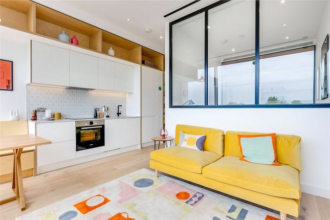 Thumbnail Flat for sale in Apt Living, Great West Road
