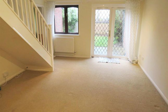 2 bed semi-detached house to rent in Malvern Gardens, Hedge End, Southampton