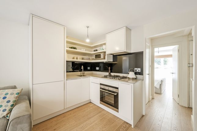 Thumbnail Flat to rent in Clarendon Road, London