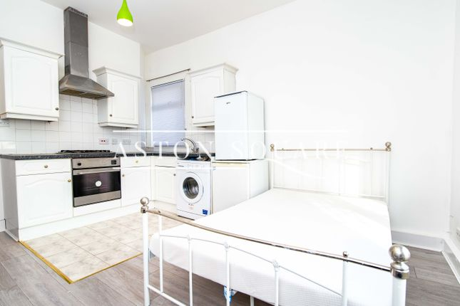 Flat to rent in Brent Street, London