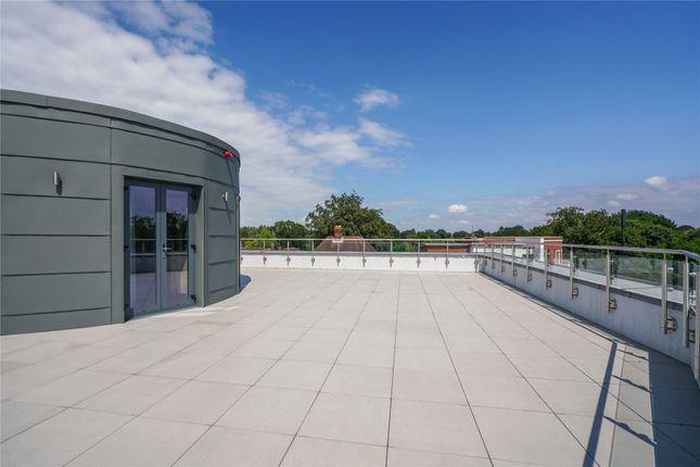 Thumbnail Flat for sale in Queens Road, Weybridge, Surrey