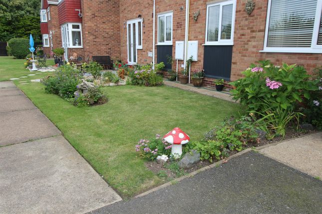 Thumbnail Flat for sale in Apartment 10 Summerfields, Kings Road, Cleethorpes, N.E. Lincs