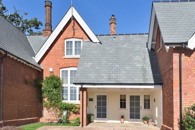 Thumbnail Cottage to rent in Reading Road, Wokingham