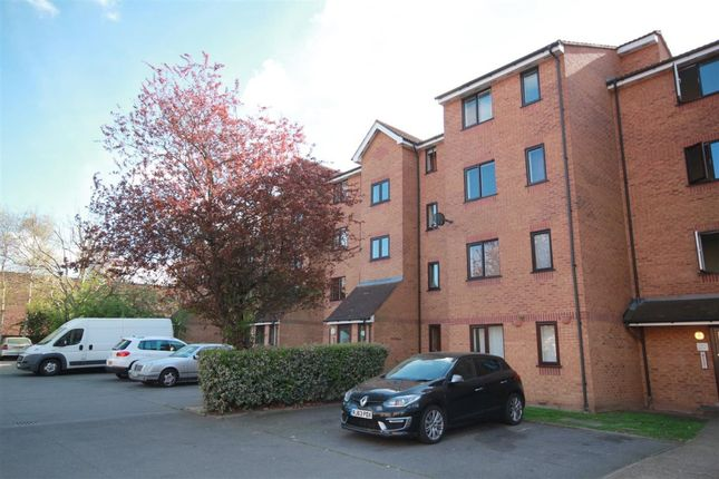 Thumbnail Flat to rent in Grinstead Road, London