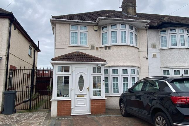 3 bed semi-detached house to rent in Byron Avenue, Hounslow TW4