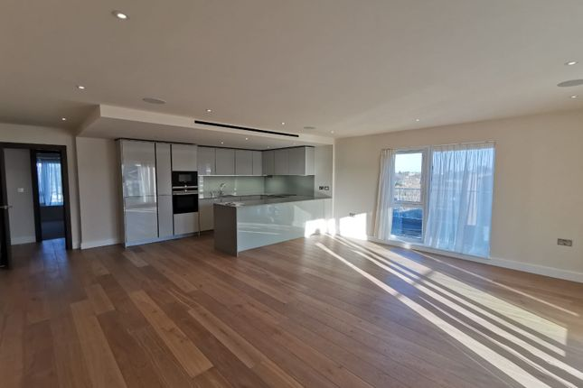 Thumbnail Flat to rent in Beaufort Square, Edgware