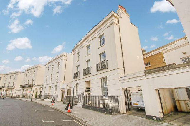 Thumbnail Flat for sale in Carlton Crescent, Southampton