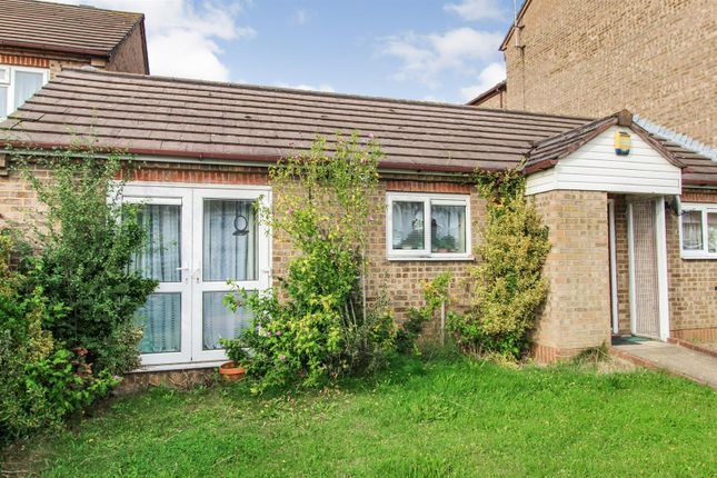 1 bed semi-detached bungalow to rent in Pennine Road, Slough SL2
