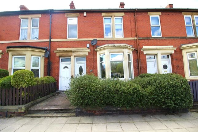 Thumbnail Flat to rent in Ravensworth Road, Gateshead