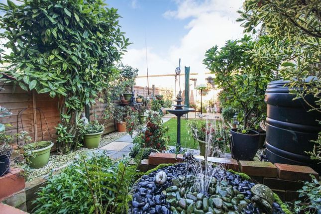 Thumbnail Flat for sale in Lakeside, Ham Hill, Snodland