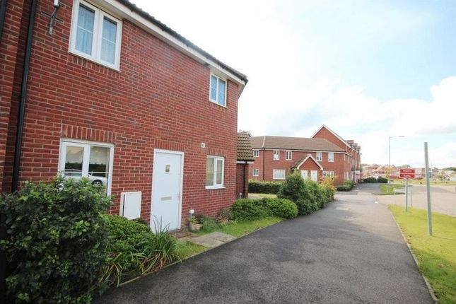 Thumbnail Flat for sale in Fairway, Queens Hill, Norwich