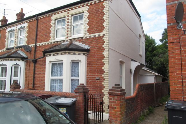Thumbnail Semi-detached house to rent in Wykeham Road, Reading